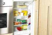 Producenci sprzętu AGD przygotowali w swojej ofercie specjalne modele lodówek z płaskimi drzwiami do zabudowy (fot. akw-ltd.co.uk)